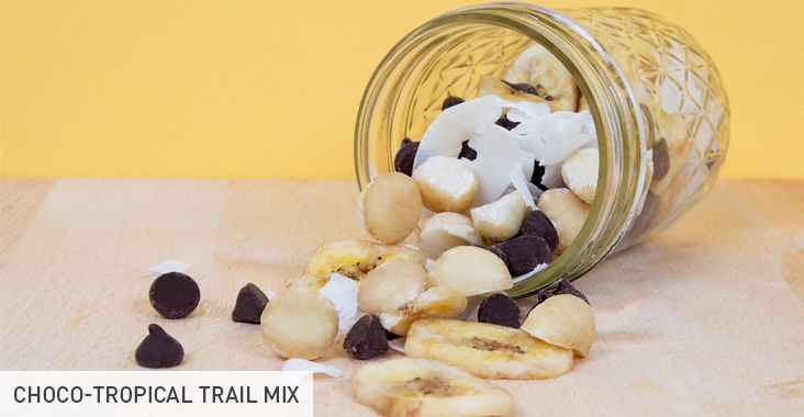Pre- and Post-Workout Snacks: Choco-tropical trail mix