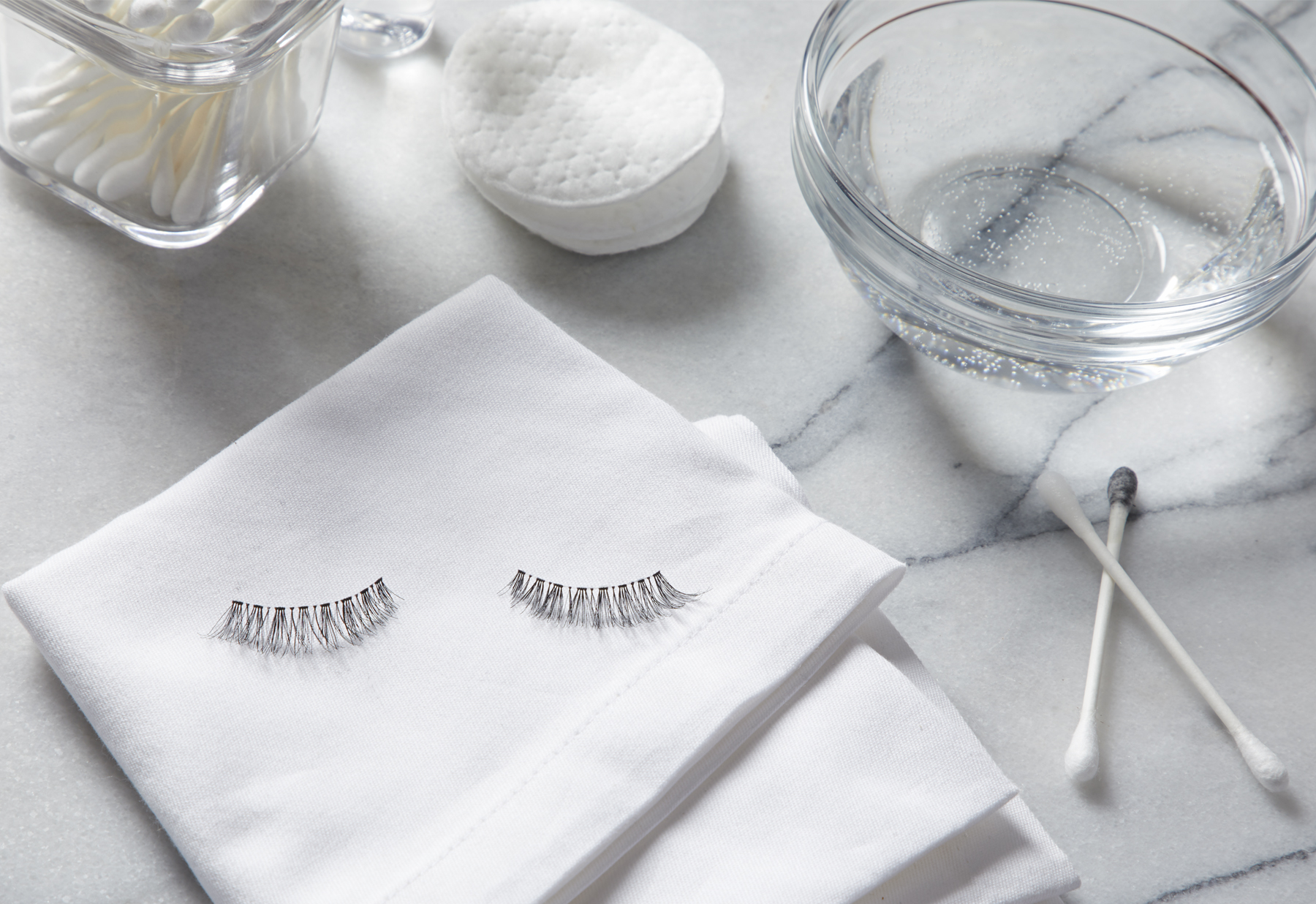 How to Clean False Eyelashes the Right Way
