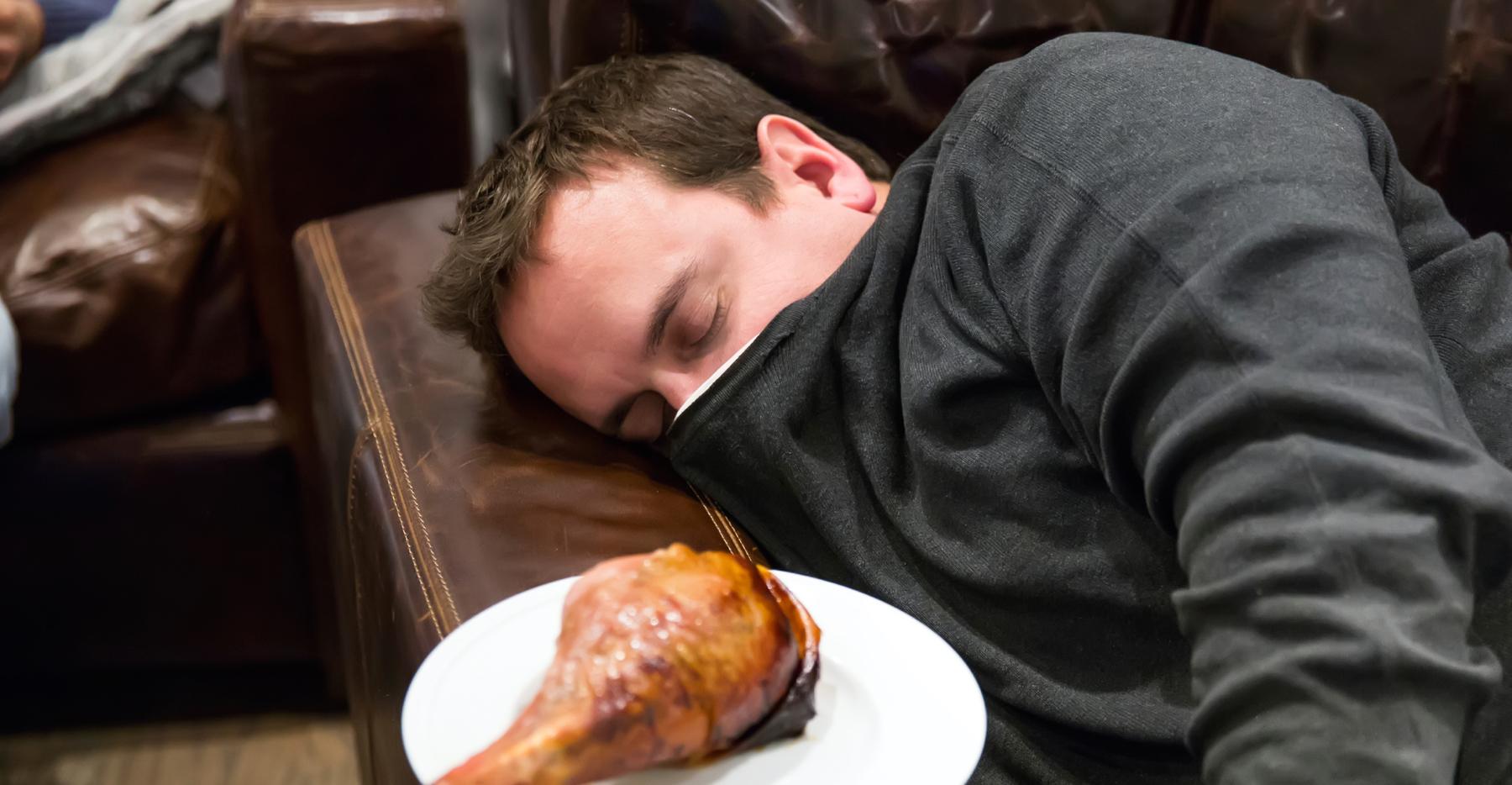 Ilustrasi langsung tidur setelah makan.