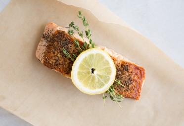 Salmon with lemon.