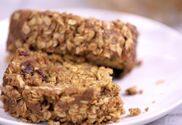 Eat Me Video: Oatmeal Banana Bread feature