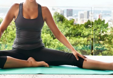 4 hip flexor stretches to relieve tight hips 5 easy yoga