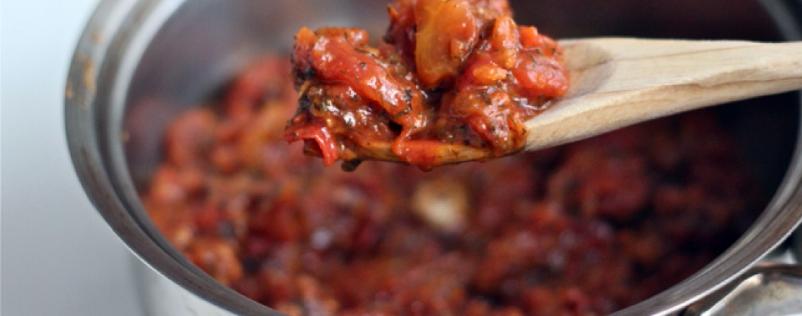 Spicy Rustic Tomato Sauce | Greatist