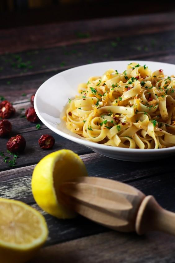Vegetarian Recipes: 5-Ingredient Spicy Garlic Pasta by Scrambled Chefs