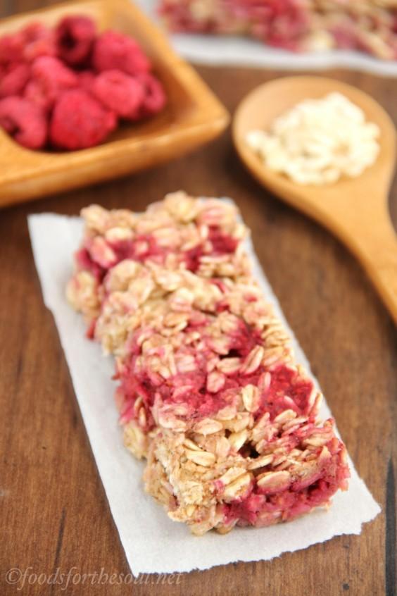 raspberry granola bars