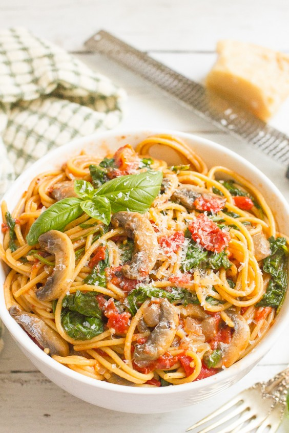 One Pot Meals: Spinach, Mushroom, and Tomato Spaghetti