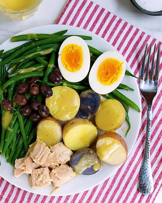 Healthy Dinner Recipes for Beginners: Easy Salad Niçoise by Pinch and Swirl