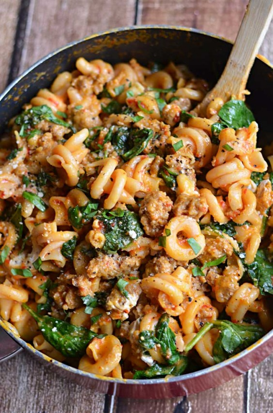 One Pot Meals: Red Pepper and Sausage Alfredo