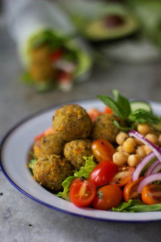Dinner Recipes: Quinoa Falafel With Yogurt Tahini Sauce