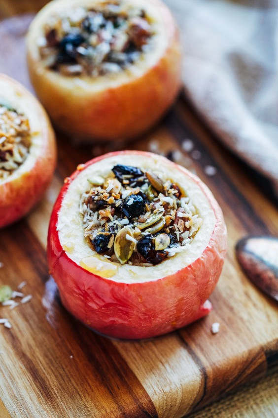 Paleo Snacks: Almond Butter Baked Apples