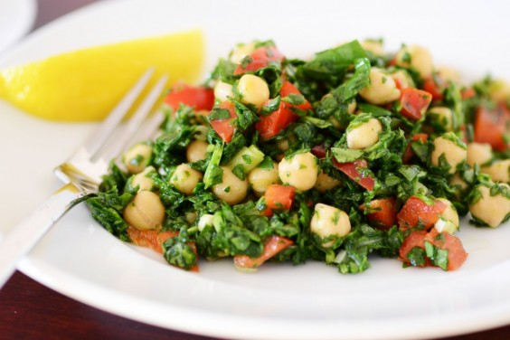 Healthy Dinner Recipes for Beginners: Chickpea and Spinach Salad by Queen of My Kitchen