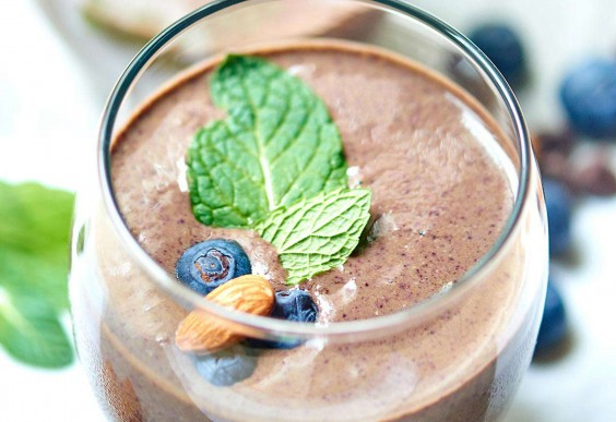 5. Chocolate Berry Green Protein Smoothie