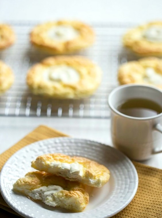 Low-Carb Breakfasts: Cloud Bread Cheese Danish