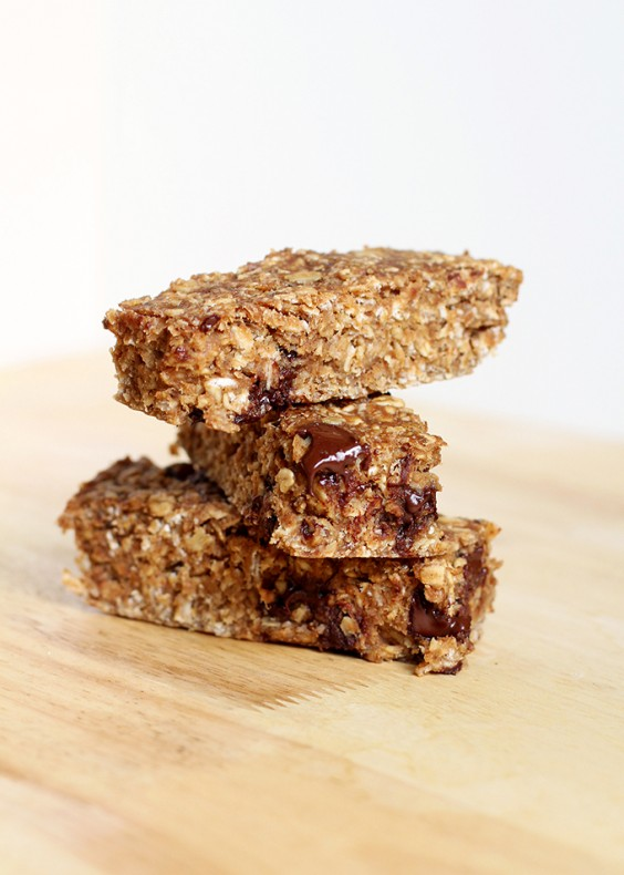 14. Chewy Chocolate Chip Peanut Butter Granola Bars
