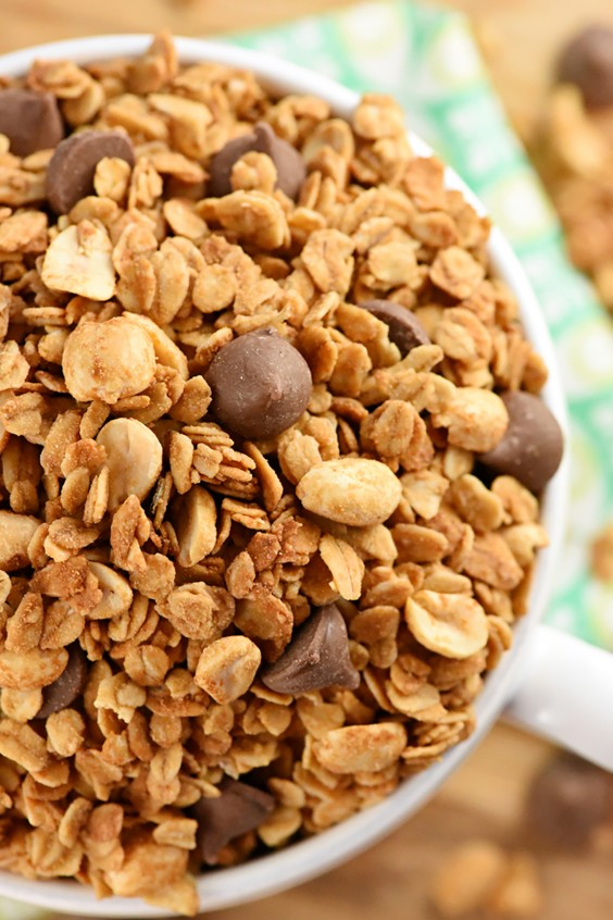Homemade Granola Recipes: 5-Ingredient Peanut Butter Granola