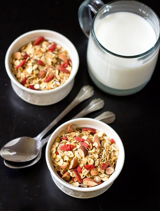 Homemade Granola Recipes: Crunchy Quinoa Granola with Goji Berries
