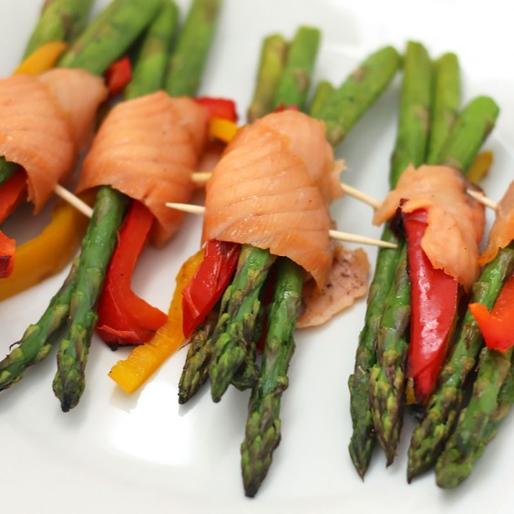 Whole30 Lunches: Salmon and Asparagus Bundles