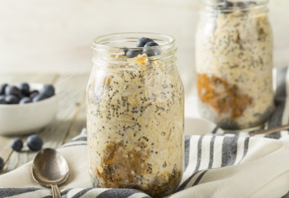 jars of overnight oats