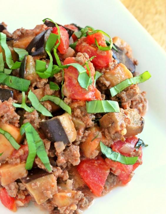 Whole30 Dinner Recipes: Paleo Tomato Basil Beef Goulash With Eggplant