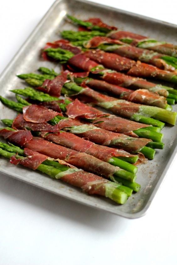 Paleo Snacks: Prosciutto Wrapped Asparagus