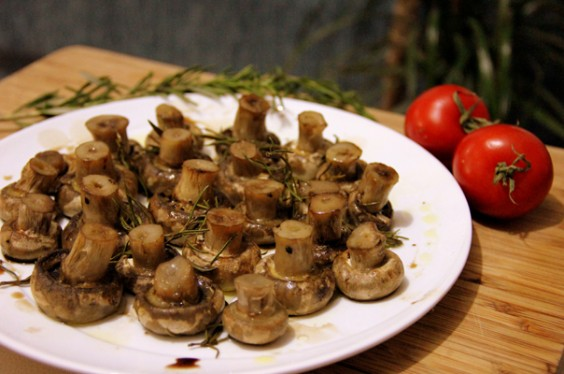 ... mushrooms and thyme balsamic and thyme roasted portabella mushrooms
