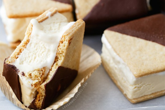 Recipe: S'mores Ice Cream Sandwich