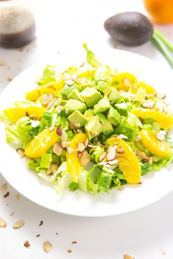 Whole30 Lunches: Orange Almond Salad with Avocado