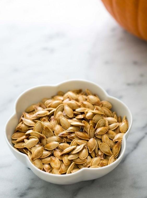 Paleo Snacks: Toasted Pumpkin Seeds