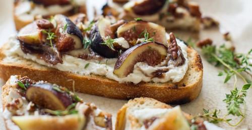 Figs + ricotta + balsamic = yum!