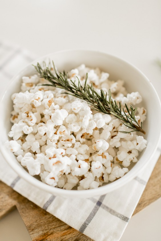 Dorm Food: Olive Oil and Rosemary Popcorn