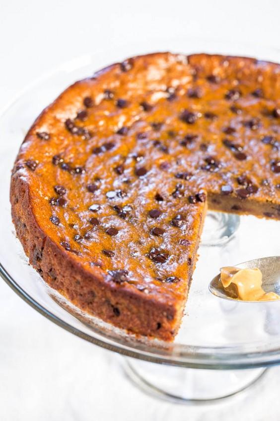 2 flourless peanut butter and chocolate chip blender cake - Kuchen U Form Bilder