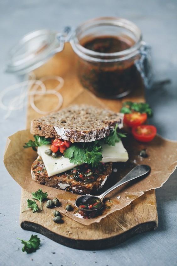 Veggie sandwich: Taleggio Rye