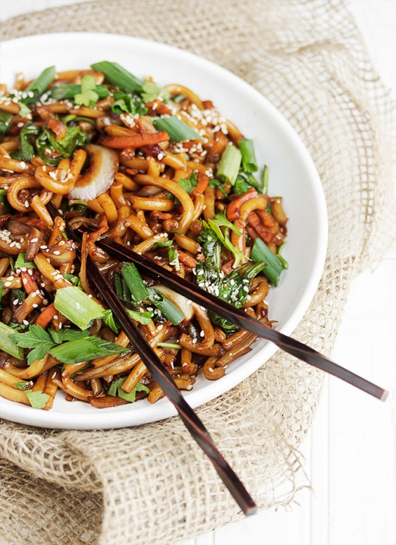Quick and easy dinner recipes greatist 25 spicy udon and vegetable stir fry forumfinder Images