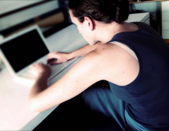 What's the Best Way to Sit at a Desk? | Greatist