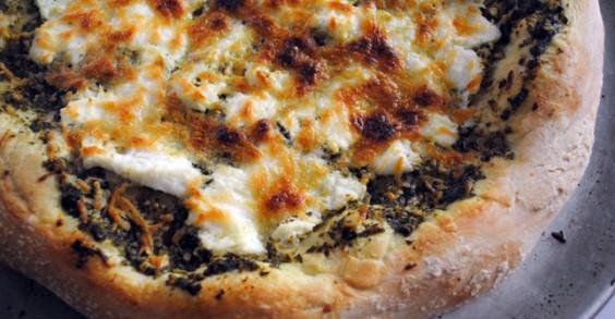Healthy Lunch Recipe: Pesto Cheese Pizza