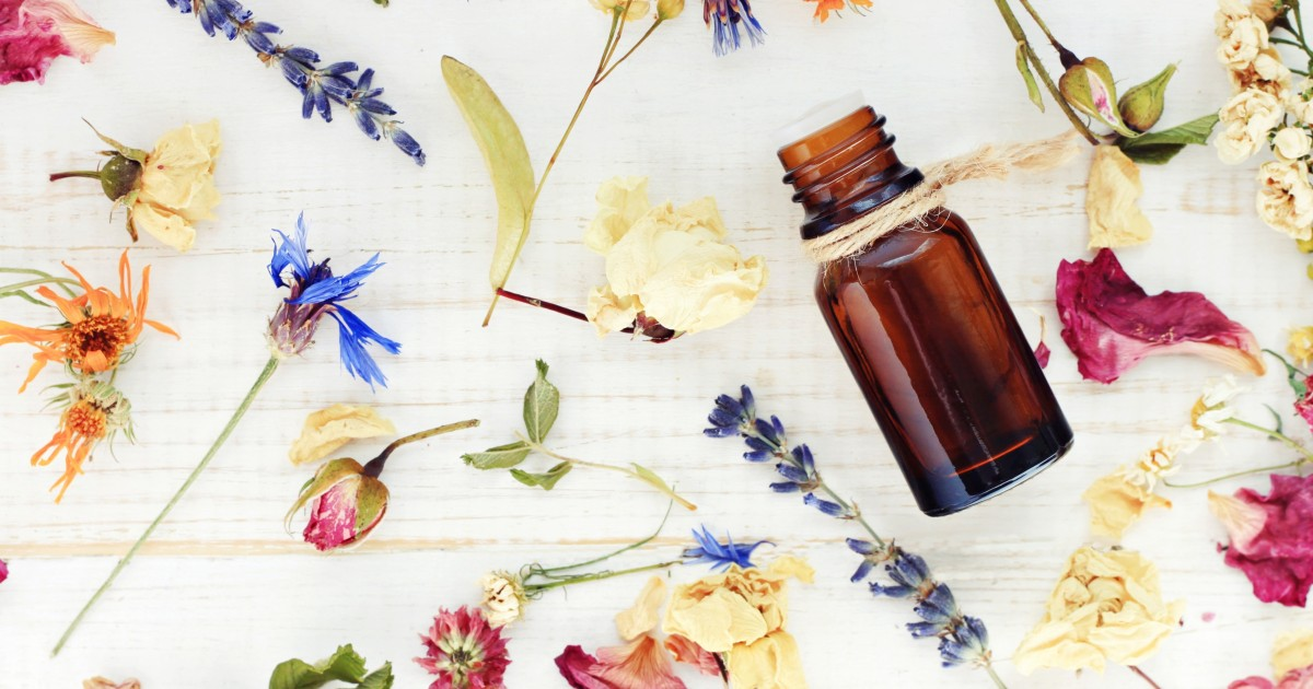 What Are Essential Oils (and What Are They Good For