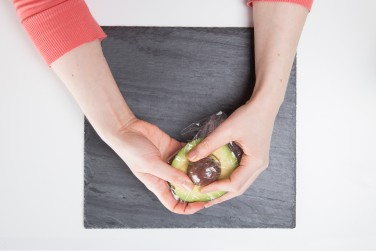 how to put peel and slice an avocado