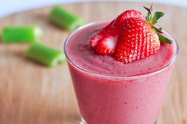 8. Red Berry Celery Smoothie
