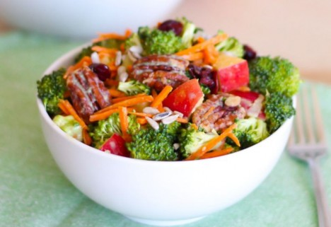 Broccoli, Apple, and Pecan Salad With Creamy Herb Dressing