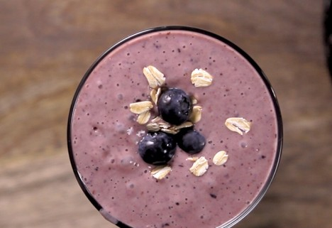 Eat Me Video: Blueberry Muffin Smoothie feature