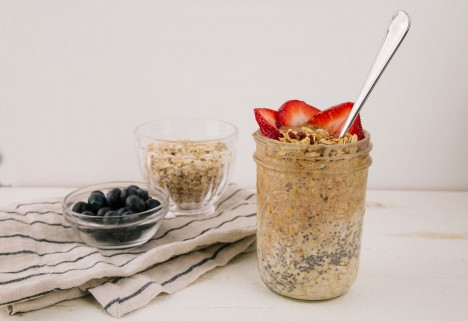 5 Overnight Oats Recipes That Are Overflowing With the Good Stuff