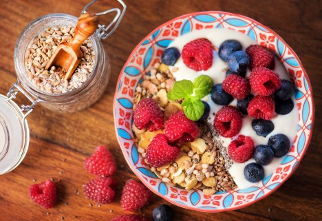Flaxseed Yogurt and Fruit Breakfast