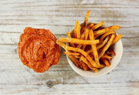 This 5-Minute Roasted Pepper Sauce Will Be Your New Favorite Condiment