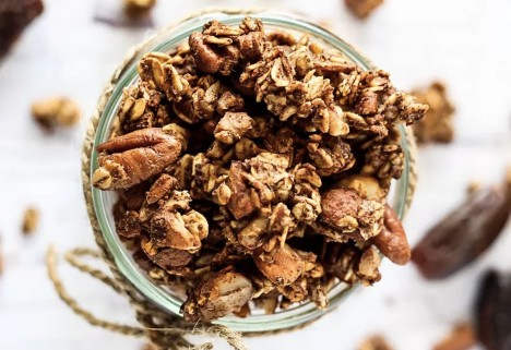 8 Low-Sugar Granola Recipes So You Can Still Parfait Every Day