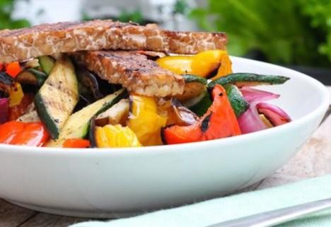 Recipe: Maple Grilled Tempeh and Veggie Quinoa Bowl