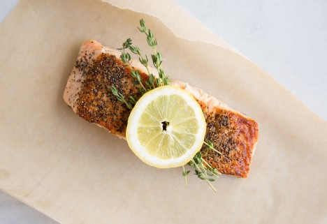 Salmon with lemon.