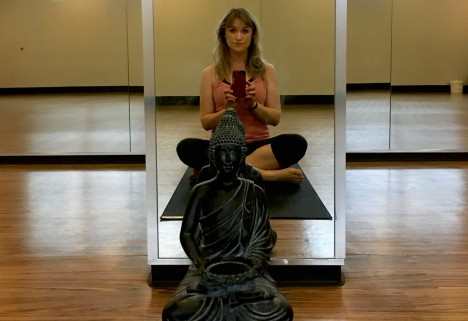 A mirror selfie of the author in her yoga class
