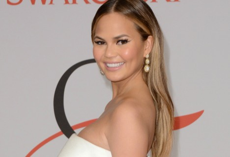 Chrissy Teigen Snapchats Her Stretch Marks Because They're No Big Deal