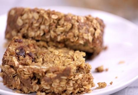 Eat Me Video: Oatmeal Banana Bread feature