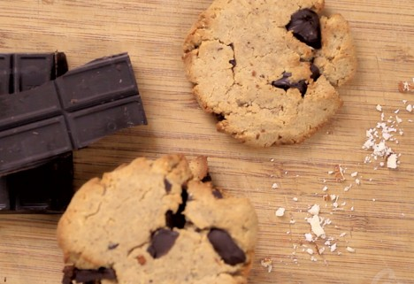 Eat Me Video: Dark Chocolate and Almond Cookies